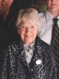 Vera Mae McGillivray Camplin  April 5 1932  April 30 2021 (age 89) avis de deces  NecroCanada