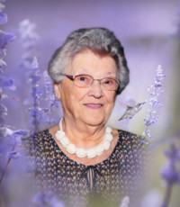 Yolande Ahern Hamilton  26 septembre 1928 – 19 avril 2020